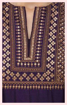 conjunto anarkali bordado morado de radhika airi , lila gesticktes anarkali set von radhika airi