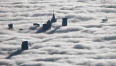 Warszawa we mgle. Niezwykłe zdjęcia z lotu ptaka - zdjęcie Mat Olszowy