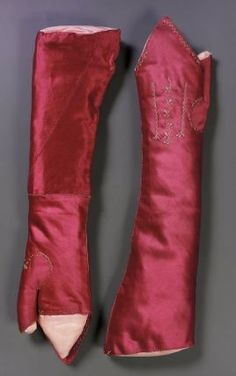 Embroidered red silk satin mitts  (Not a reproduction : they really are glossy PINK ! Fabulous !)