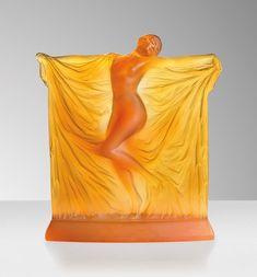RENÉ LALIQUE (1860-1945) Art Nouveau, Blown Glass Art, Antique Doors, Glass Paperweights, Art Deco Design, Amber Glass, Beauty Art, Sculpture Art, Sculptures