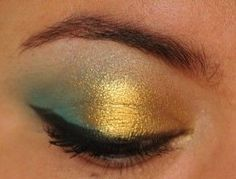 Electric blue and gold eyes with Makeup Geek Poolside