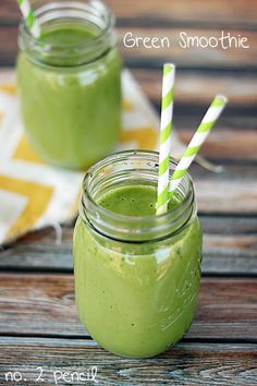 Green Smoothie - a healthy spinach smoothie that even kids will love!