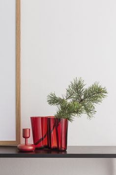 Holiday-ready contemporary vases and vessels from Alvar Aalto, Christmas Mood, Christmas Design, Christmas 2015, White Christmas, Bauhaus, Charles Ray Eames, Contemporary Vases, Nordic Living