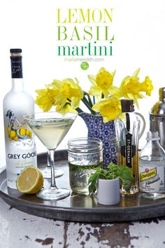 Drinking Water While Exercising Weight Loss Refreshing Cocktails, Fun Cocktails, Party Drinks, Cocktail Drinks, Fun Drinks, Yummy Drinks, Vintage Cocktails, Lemon Basil Martini Recipe, Lemon Drink