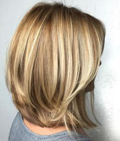 70 Brightest Medium Layered Haircuts to Light You Up - Honey Blonde Layered Bob For Thick Hair - Medium Length Hair Cuts With Layers, Medium Hair Cuts, Medium Hair Styles, Short Hair Styles, Cuts For Thick Hair, Medium Length Layered Bob, Blonde Lob, Honey Blonde Hair, Caramel Blonde