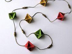 Collier sautoir origami - diamants rouges  verts & jaunes sur chaîne serpent bronze