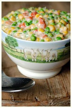 This Creamed Corn and Peas recipe was a really good and different side dish; family loved it. Had leftovers and added it to a tuna noodle casserole a couple nights later. This recipe is loaded with flavor. Pea Recipes, Side Dish Recipes, Vegetable Recipes, Cooking Recipes, Creamed Peas, Creamed Corn, Peas And Corn Recipe, Good Food, Yummy Food