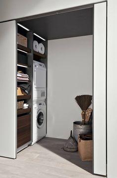 Il vano lavanderia con porta a scomparsa garantisce la migliore accessibilità e lo sfruttamento dello spazio.