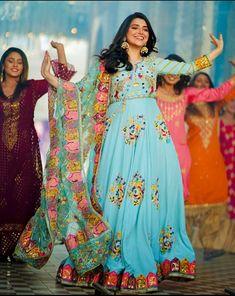 Designer Anarkali Dresses, Designer Party Wear Dresses, Punjabi Suits Party Wear, Punjabi Suits Designer Boutique, Embroidery Suits Design, Punjabi Bride, New Gossip, Girl Photography Poses, Bridal Outfits
