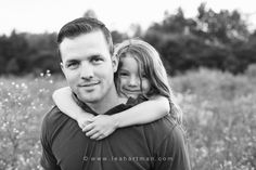 Daddy and daughter pose Daddy Daughter Pictures, Father Daughter Pictures, Father Daughter Tattoos, Dad Daughter, Mother Daughters, Family Portrait Poses, Family Picture Poses, Family Photo Sessions, Family Posing