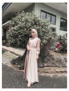 Dress Brokat Muslim, Dress Brokat Modern, Kebaya Modern Dress, Hijab Gown, Hijab Evening Dress, Hijab Dress Party, Kebaya Dress, Kebaya Hijab, Dress Muslim Modern