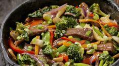 Zeleninové soté s roštenkou   Recepty.sk Slimming World Stir Fry, Slimming World Recipes, Dinner Recipes For Kids, Healthy Dinner Recipes, Healthy Snacks, Healthy Protein, Healthy Eating, Sandwiches, Speed Foods
