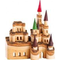 Holzdeko Schloss aus Holz farbenfroh Aus diesem maßgefertigtem Holz entsteht ein Schloss der Prinzen und Ritter! Das einfache Holz wird durch Ausklappen zu einer eindrucksvollen Holzfigur, welche mit 3D-Effekt und maßgeschnitzten Fenstern und Türen in die Zeit der Könige und Prinzessinnen zurückführt. Eine Zeitreise in eine beinah vergessene Welt mit eleganter Holzburg.