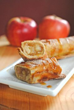 Cinnamon Apple Dessert - Chimichangas ~ http://jcocina.com/apple-cinnamon-dessert-chimichangas-autumn-apple-party-for-sundaysupper/
