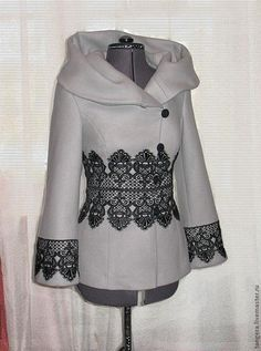 Пальто с отделкой кружевом