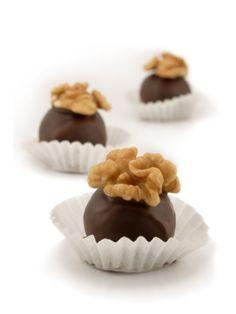 I cioccolatini con nocciole, noci e arance candite