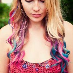 ↓↓ Ürünlere Buradan Ulaşabilirsiniz ↓↓ http://www.bittison.com/magic-hair-sac-tebesiri-24-renk.html  Magic Hair Saç Tebeşiri kullanımı çok kolay olmakla birlikte, şampuan ile yıkandığında saçtan kolayca çıkabilme özelliğine sahip.  En hızlı ve kolay şekilde ,kuaföre ihtiyaç duymadan saçlarınızı boyama deneyimini yaşayabilmeniz için mutlaka denemeniz gereken bir ürün olan Magic Hair Saç Tebeşiri sizlere beklentinizin çok üzerinde bir tarz kazandıracak.