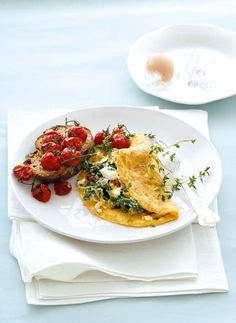 Omelette with Ricotta, Spinach & Caramelized Leeks Brunch Recipes, Breakfast Recipes, Breakfast Ideas, Breakfast Omelette, Brunch Ideas, Quiche, Queso Ricotta, Easy Weekday Meals, Roasted Cherry Tomatoes