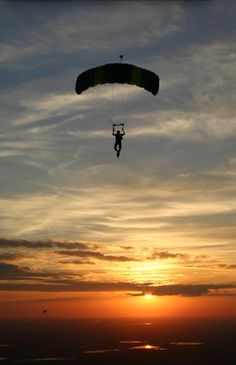 Sky Dive-deathly afraid of heights and this gives me a panic attack just looking at it....but sooooo wanna do it!