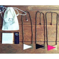collier L'Intemporelle à voir sur http://audreylcreation.tictail.com  Colliers en laiton couleur bronze et émaillé par mes soins. Chaque pièce est entièrement créée et réalisée à la main dans mon atelier et non en usine. * Couleurs au choix. Taille unique.  Emballé soigneusement dans un pochon en coton. #jewellery #mode #moda #bijoux #graphic #graphicdesign #modeprovence #creatriceprovence #creatrice #creatricedebijoux #handmade
