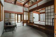 ALTS has renovated a 53-year-old japanese house while maintaining its original character