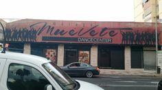 La escuela de baile Muévete se encuentra situada en la calle Realengo de San Luis,28 en Málaga .La tipografía de este dance center refleja sutileza y movimiento.#tipocallejera #tipo1516