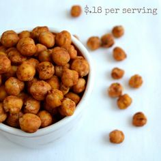 This recipe for savory roasted chickpeas provides a healthy, high-protein snack that will help you maintain your energy between meals. Lunch Snacks, Yummy Snacks, Yummy Food, Camping Snacks, Yummy Yummy, Whole Food Recipes, Snack Recipes, Cooking Recipes, Healthy Recipes