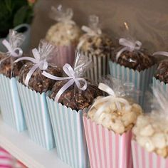 Looking for easy homemade baby shower favors? Check out this collection of unique favors that people actually love & appreciate. Included are cheap favor. Homemade Baby Shower Favors, Cheap Baby Shower Favors, Baby Shower Favours For Guests, Homemade Party Favors, Baby Shower Souvenirs, Deco Baby Shower, Pop Baby Showers, Baby Shower Candy, Baby Shower Sweets