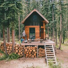 Who wants to find this place?  Hands up  #cabinporn #howllondon @lostintheforrest  Find more howl-london.com