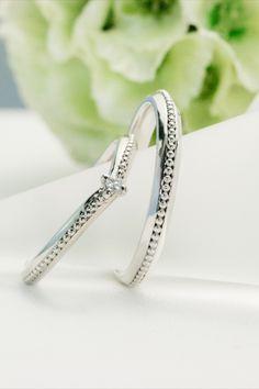 ちょっと可憐なマリッジリング。女性のほうにはVラインを入れてあります。クラシカルなマリッジリング Jewelry, Jewlery, Jewerly, Schmuck, Jewels, Jewelery, Fine Jewelry, Jewel, Jewelry Accessories