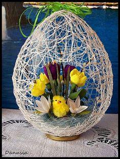 DIY Easter Egg Basket from Thread « Diy Decoration 2019 Easter Flower Arrangements, Easter Flowers, Jute Crafts, Diy And Crafts, Crafts For Kids, Easter Egg Crafts, Easter Projects, Easter Egg Basket, Easter Eggs