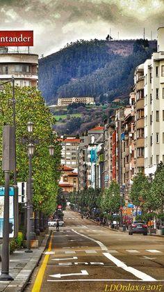 Naranco con el Centro Asturiano , desde calle Uria..