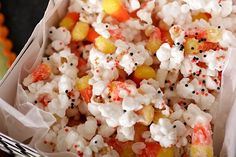 Halloween Popcorn: 2 Bags Popped Popcorn & Bag Candy Corn In Bowl; Drizzle Package oz) White Almond Bark Over Popcorn & Candy Corn, Spread On Wax Paper; Sprinkle With Halloween Sprinkles; Break Up & Enjoy Halloween Popcorn, Theme Halloween, Halloween Treats, Halloween Goodies, Happy Halloween, Halloween Stuff, Halloween Halloween, Halloween Decorations, Halloween Appetizers