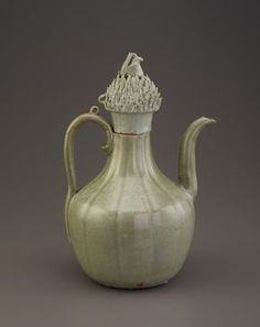 profile  profile Goryeo period, late 11th-early 12th century Korea, Jeolla-do province, Gangjin or Buan county, Gangjin or Buan kilns Stoneware with celadon glaze 27.1 x 15.3 cm Gift of Charles Lang Freer Freer Gallery of Art
