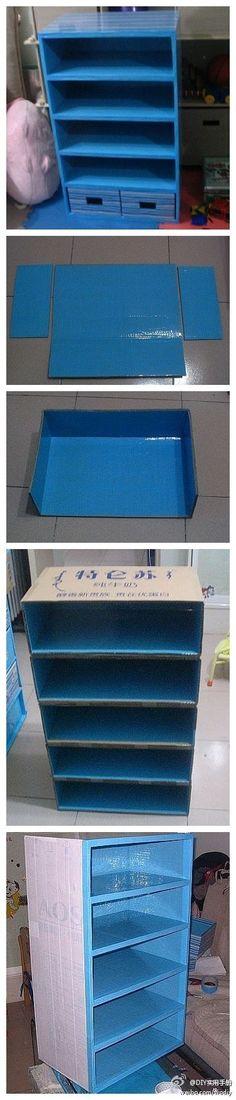 DIY cardboard shelf. Támbien, muchos otros trabajos para hacer.