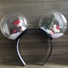 disney crafts Celebrate the holidays with these festive snow globe ears. A top your head will sit Mickey and Minnie inspired snowmen accompanied by their Christmas trees and presents. Diy Disney Ears, Disney Mickey Ears, Disney Diy, Disney Crafts, Disney Land, Mickey Christmas, Christmas Crafts, Christmas Trees, The Beast