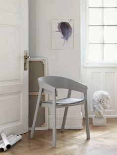 Muuto - Cover chair with upholstery designed by Thomas Bentzen.