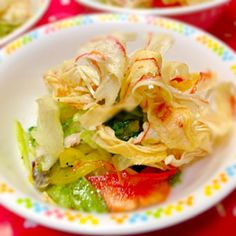 パリパリしたタラバふぶきとしっとりしたレタスミックスが美味しいです。 - 8件のもぐもぐ - タラバふぶきの素揚げサラダ by qpchan