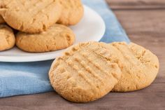 When we need cookies in a snap, this is our best go-to recipe – easy, fast and super delicious! FULL RECIPE HERE Butter Cookies Recipe but. Classic Peanut Butter Cookies, Peanut Butter Cookie Recipe, Nutter Butter, Stevia, Easy Cookie Recipes, Dessert Recipes, Keto Desserts, Dessert Ideas, Easy Recipes