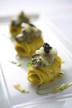 Elegant & unique pasta course presentation - rolled up- for dinner parties, great ideas Gourmet Recipes, Cooking Recipes, Gourmet Appetizers, Elegant Appetizers, Gourmet Foods, Gourmet Desserts, Plated Desserts, Food Design, Design Design