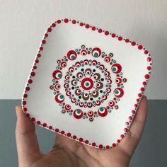 Dot Art Painting, Mandala Painting, Pottery Painting, Ceramic Painting, Pottery Art, Mandala Art Lesson, Hand Painted Pottery, Paint Party, Mandala Design