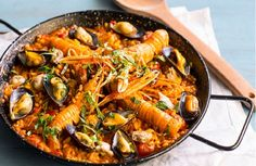 Spanish Cuisine, Spanish Dishes, Spanish Tapas, Spanish Food, Seafood Paella, Tapas Bar, Appetisers, What To Cook, Perfect Food