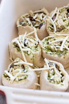 This Vegan Pesto Pizza Rolls recipe is perfect for entertaining. Homemade pizza dough topped with dairy-free pesto & mushrooms, rolled up, sliced and baked Gluten Free Naan, Dairy Free Pesto, Vegan Pesto, Vegan Pizza Recipe, Vegan Bread, Vegan Recipes, Regular Pizza, Pesto Pizza, Homemade Marinara