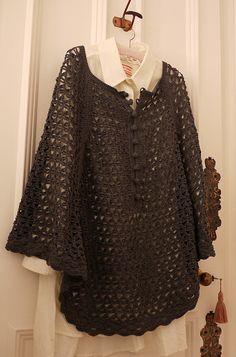 Poncho en ganchillo   -   Porcupine Design: Crochet Poncho, link to pattern