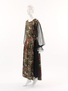 Bois de Boulogne, Paul Poiret, 1919 / textile by Raoul Dufy Paul Poiret, Vogue, Edwardian Fashion, Vintage Fashion, European Fashion, Vintage Dresses, Vintage Outfits, French Fashion Designers, Period Outfit