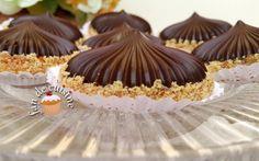 Asalam Alaykom,   Je vous propose aujourd'hui de délicieux sablés en forme de coupole, garnis de  chocolat et d'une crème au beurre au...