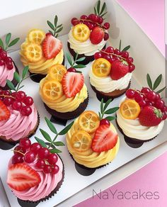 6 Secrets Of How To Bake The Perfect Cupcake - Novelty Birthday Cakes Just Desserts, Delicious Desserts, Yummy Food, Cupcake Recipes, Dessert Recipes, Yummy Cupcakes, Buttercream Cupcakes, Fruit Cupcakes, Pretty Cakes