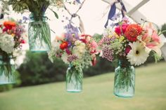 Mix and match flowers in mason jars, so country chic :)