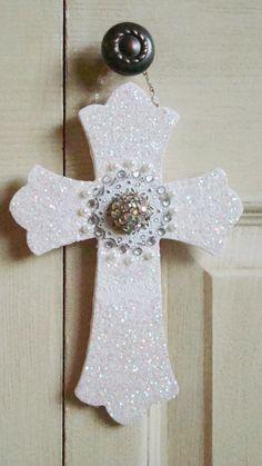 Alyssabeths Vintage: Chic Repurposed Jewel Cross DIY