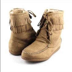 ⭐️SIZE 5.5 only⭐️NIB Taupe Sherpa Moccasin Booties Size 5.5 NIB Taupe Sherpa Moccasins. Soft Sherpa lining, fringe, and lace up front with stitch detailing. Rubber sole, side zipper closure. The perfect moccasin for fall and winter -- pair with skinnies and a sweater! RUNS TRUE TO SIZE. 🚫No Trades and No Paypal🚫Will not be restocked! Available in Chestnut as well. Shoes Moccasins